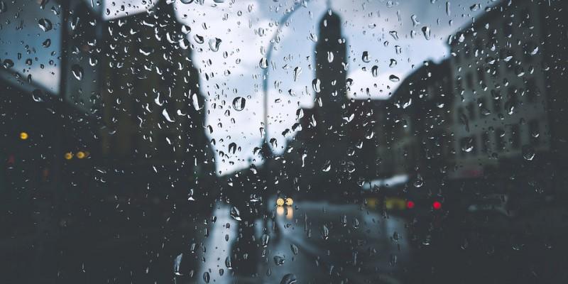 Tropfen auf Fensterglas